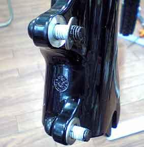 自転車の 自転車 ディスクブレーキ 台座 溶接 : 削った厚み分のスペーサーを ...